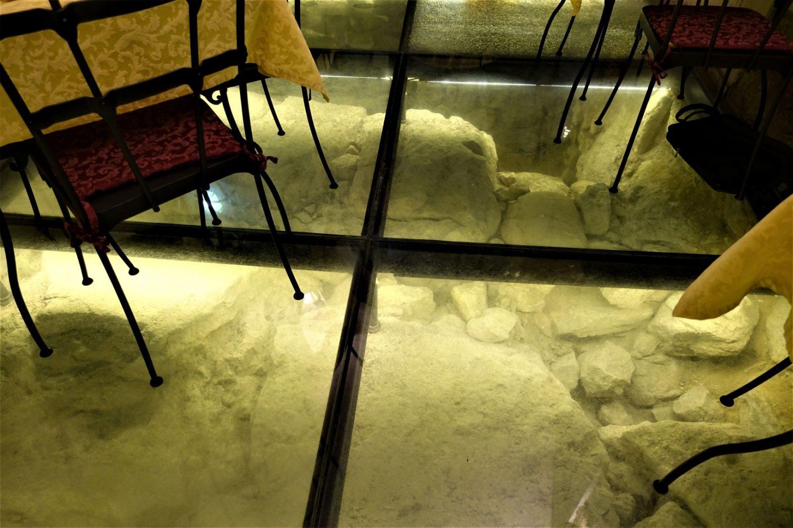 utgravninger i Toscana under gulvet i en restaurant
