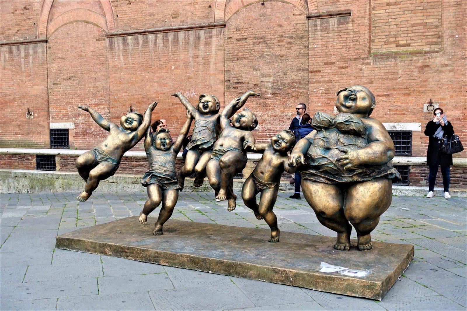 Vakker bronsestatue i Siena