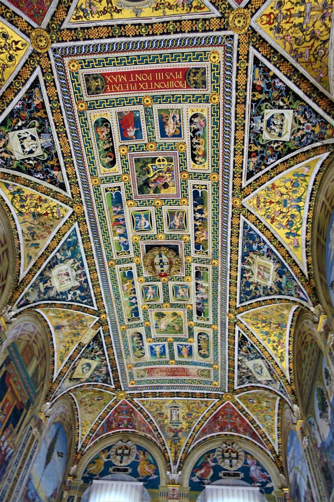 Fantastiske takmalerier i doumen i Siena
