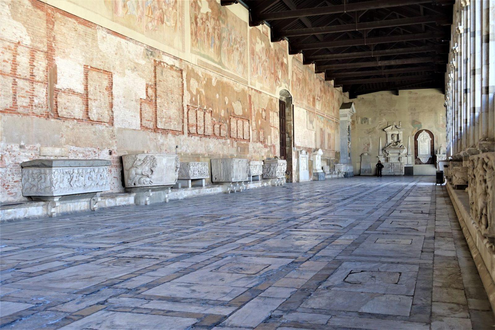 Katedralen i Pisa fresker på veggene