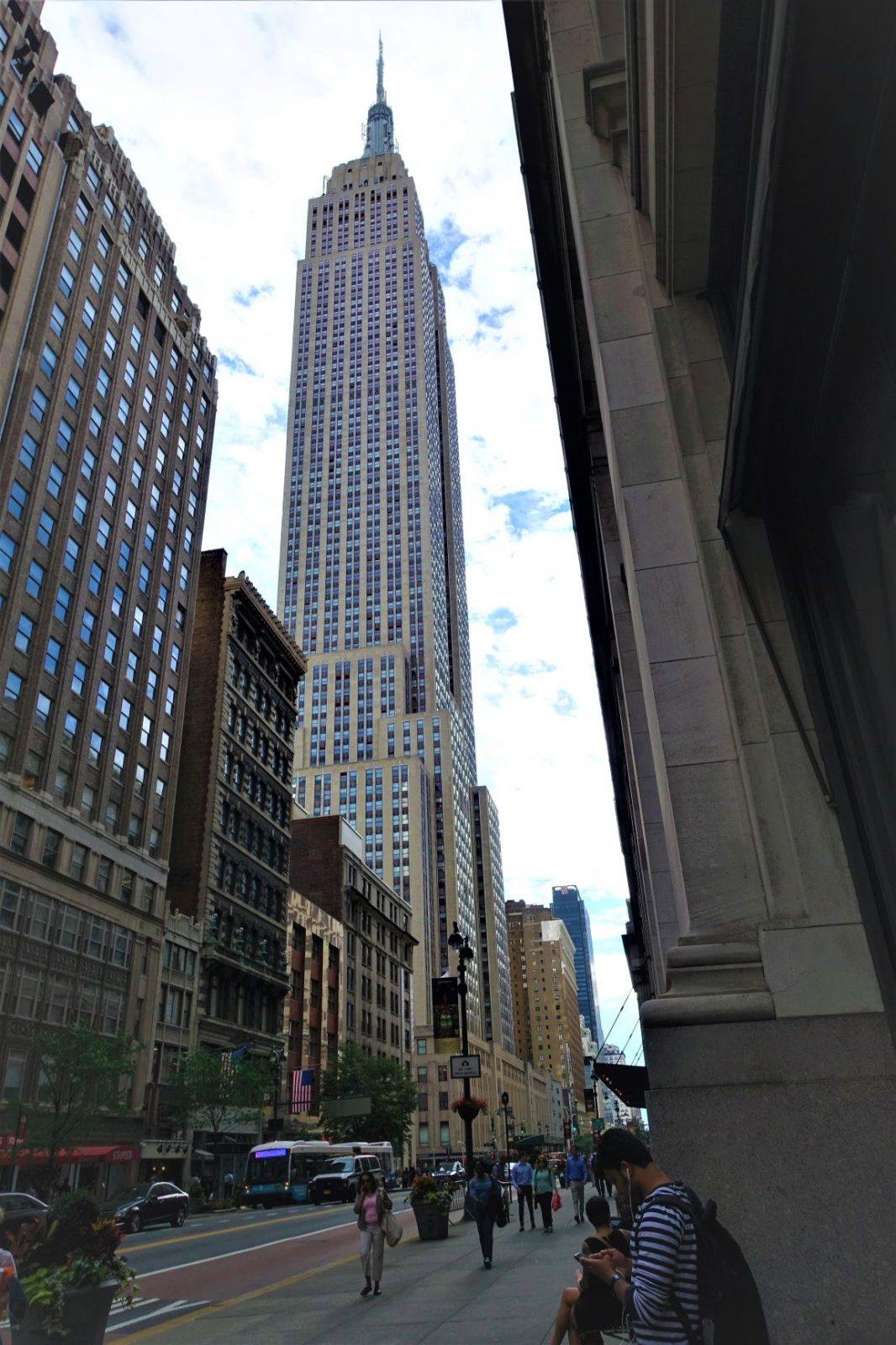 Empire state buildings sett fra gatenivå