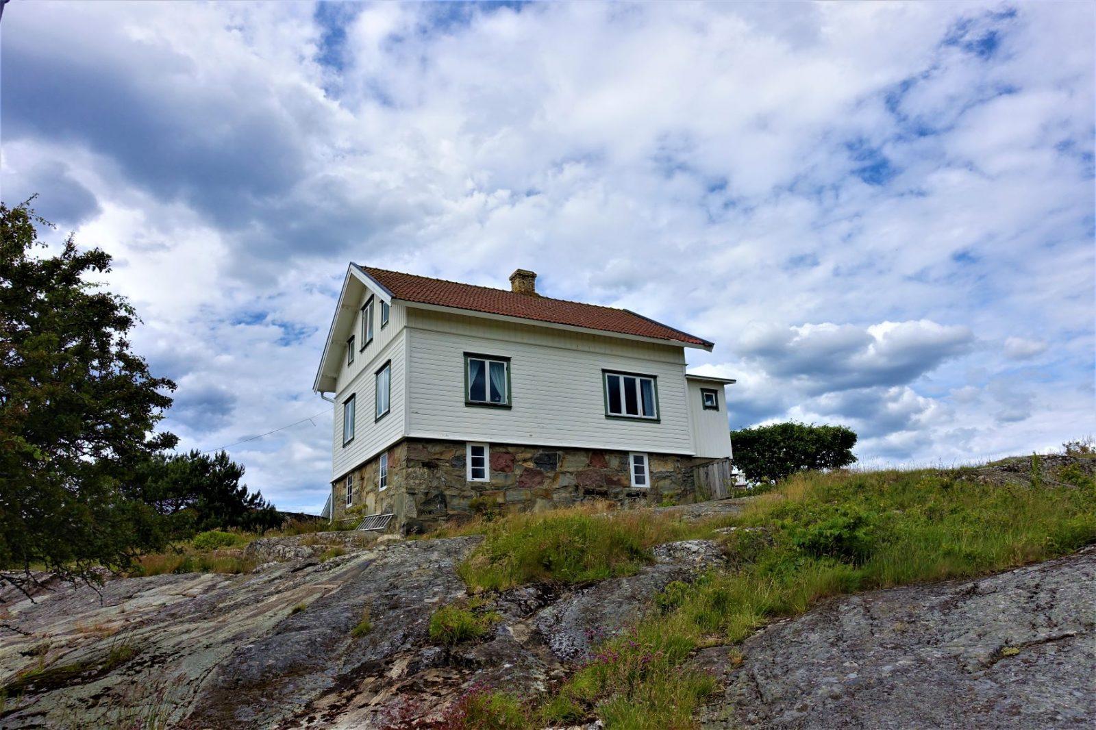 hus på bohuslan kysten karingøen