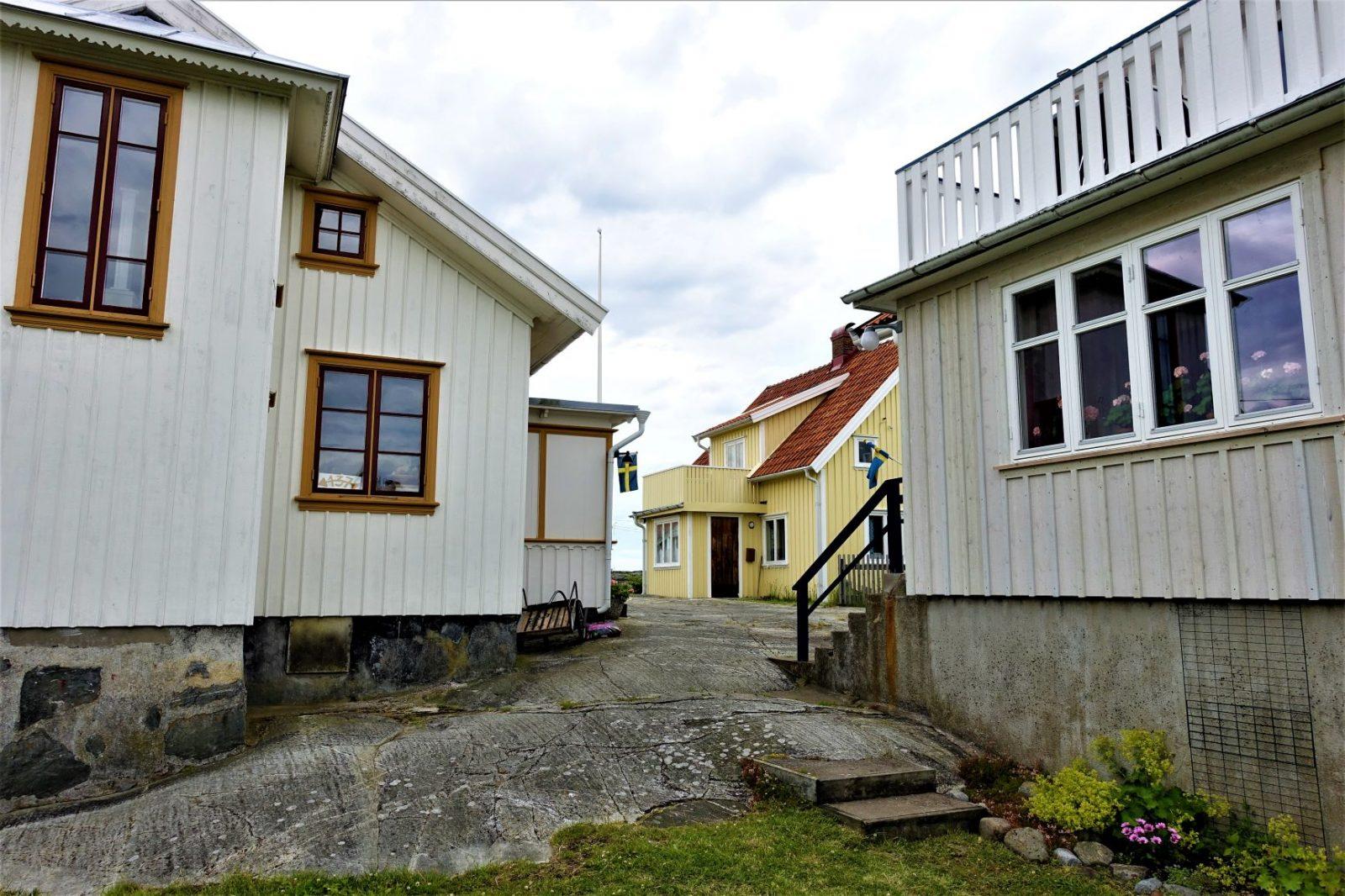 tett mellom husene på Käringö bohuslän