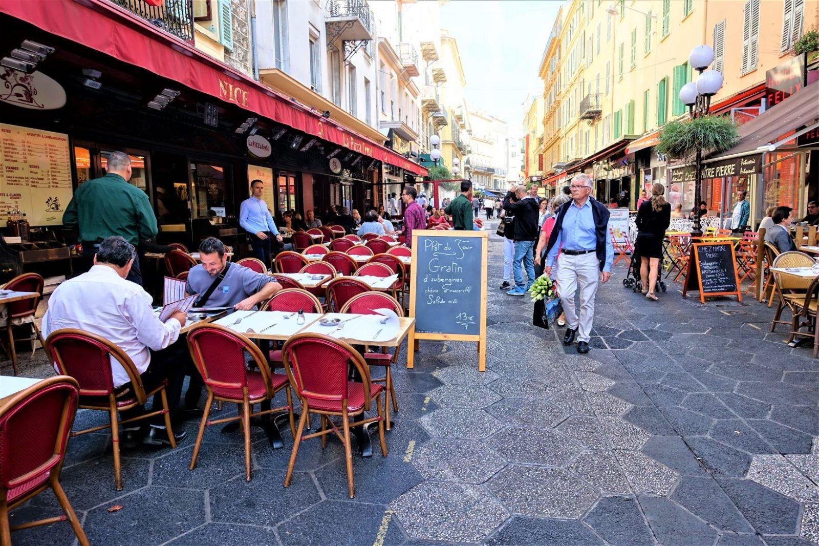 Gate i Nice en restaurant