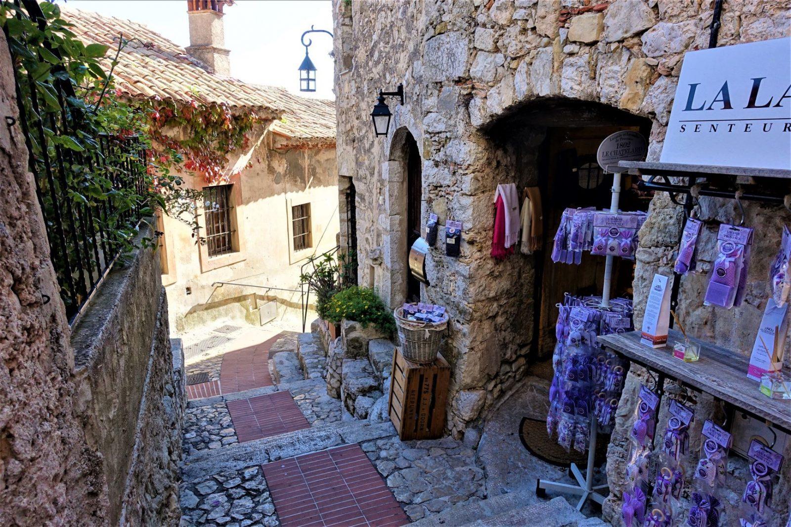 fantastiske Eze Village, middelalderlandsbyen som klamrer seg fast i en fjellknaus midt mellom Nice og Monace.