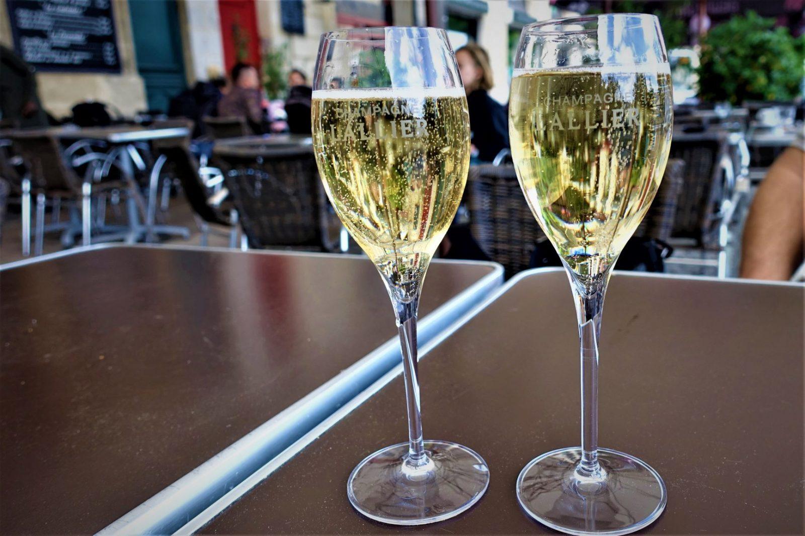 drikker bare ekte champagne i bordeaux