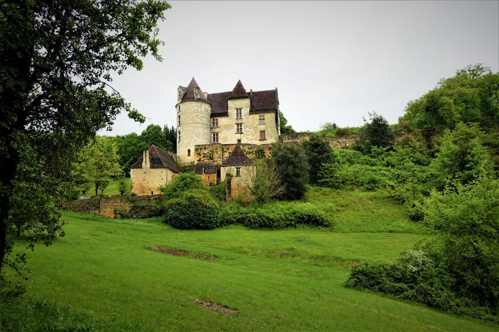 lite slott på bondelandet i frankrike