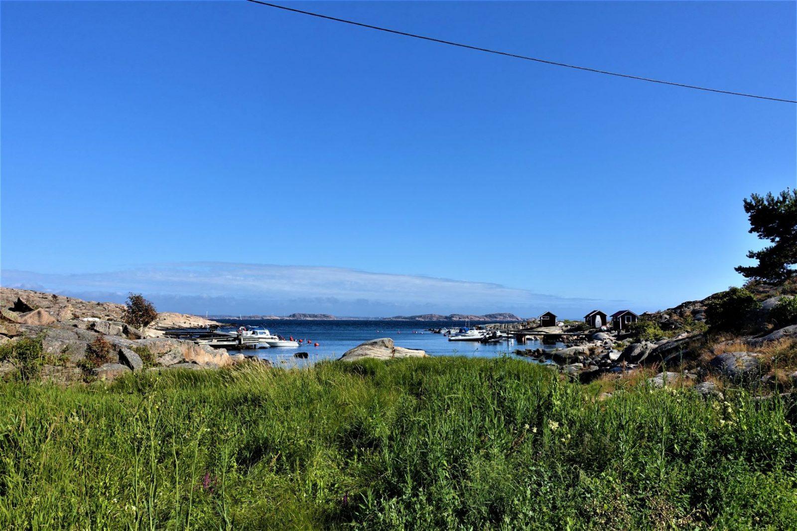 bohus-malmøn en lun vik med småbåter