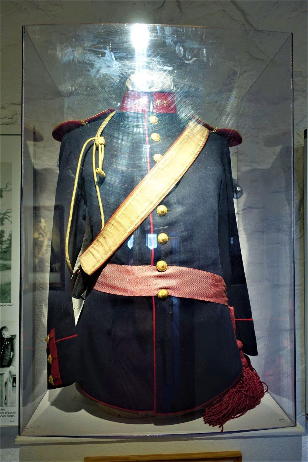 Oscarsborgs offisielle uniform