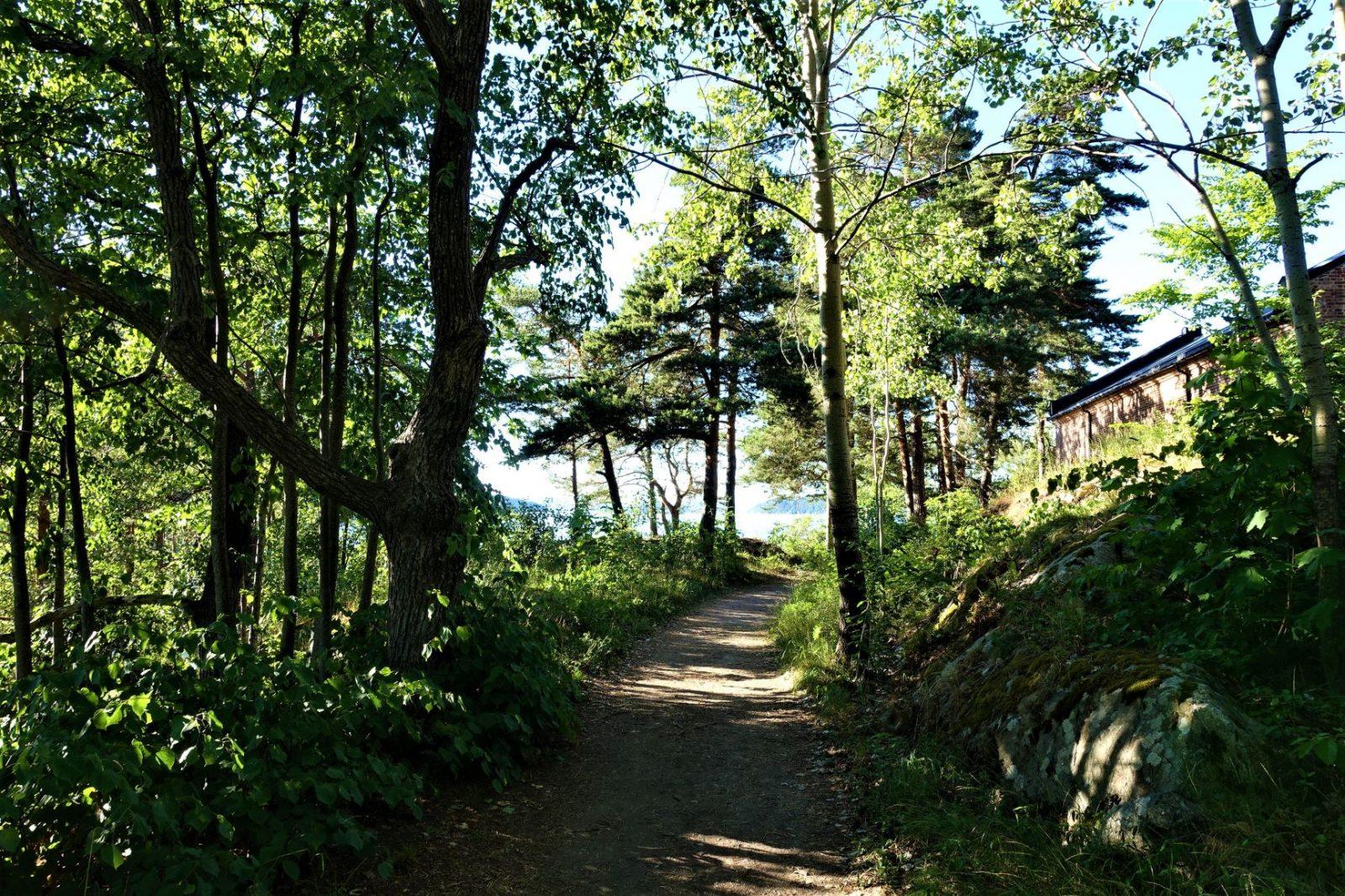 Stien til badehuset og rundt øya oscarsborg