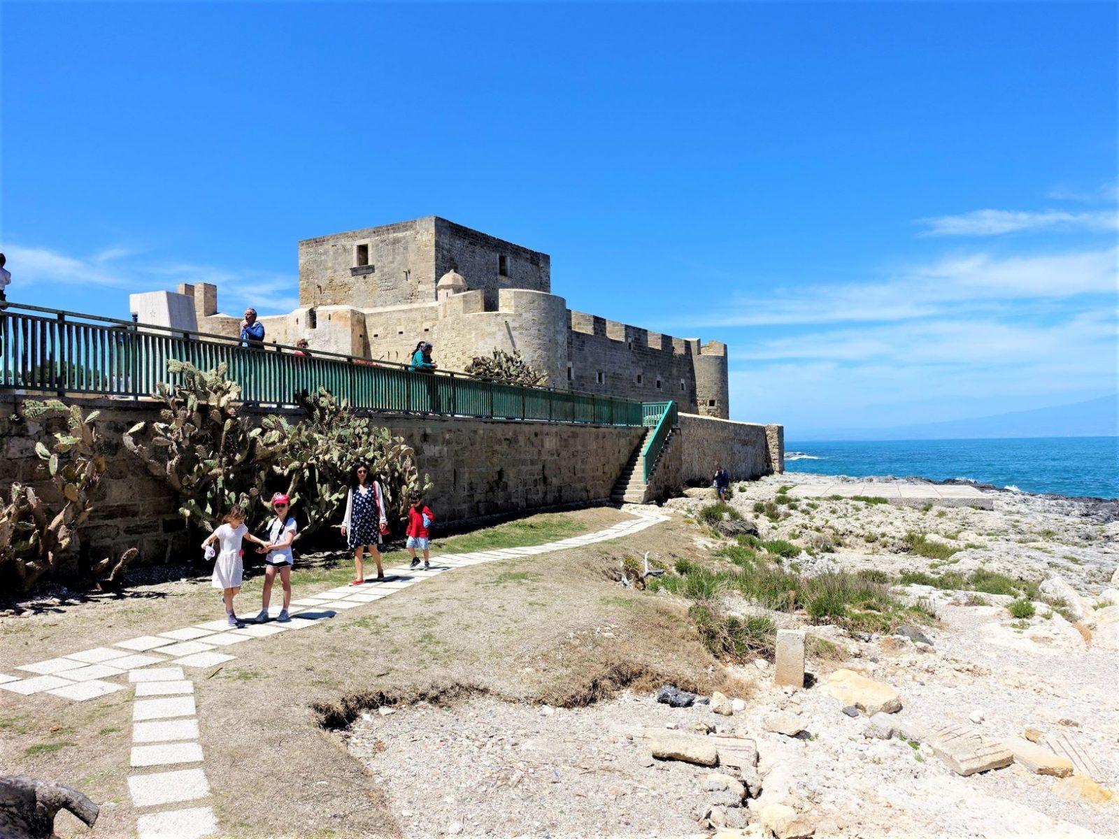 slott i brucoli Sicilia