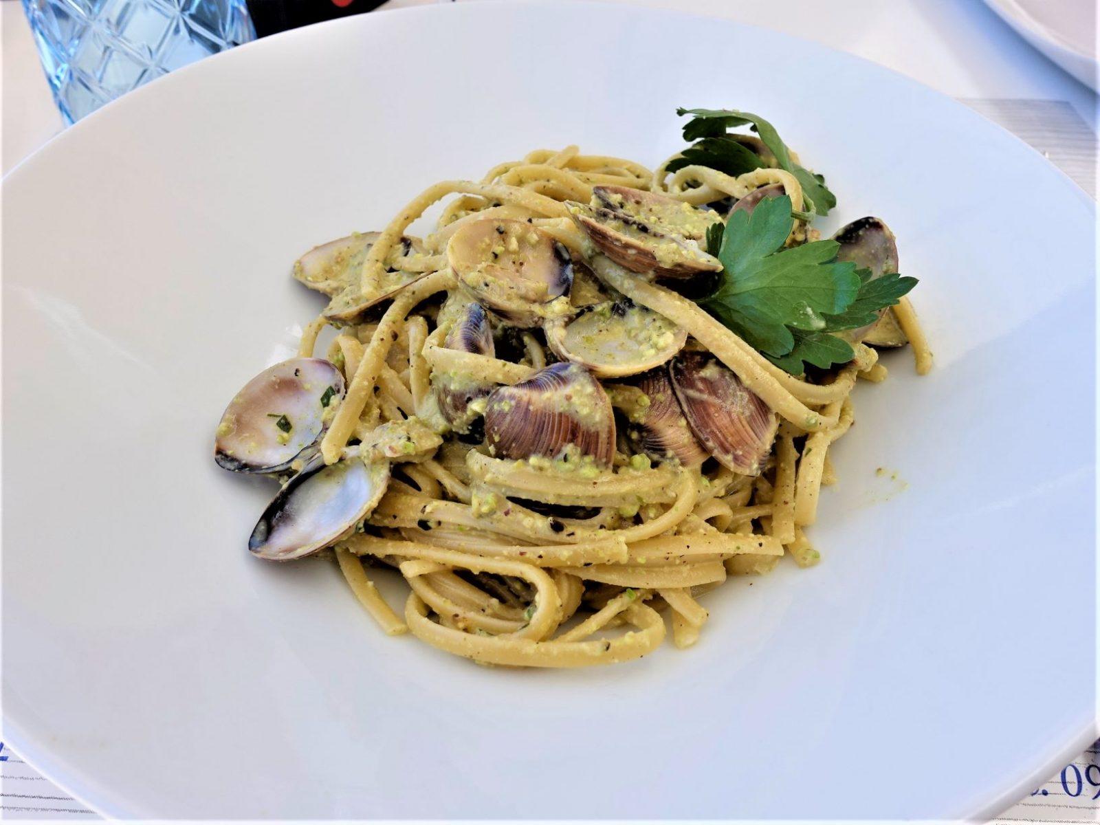 God mat på sicilia. pasta med havets delikatesser skjell