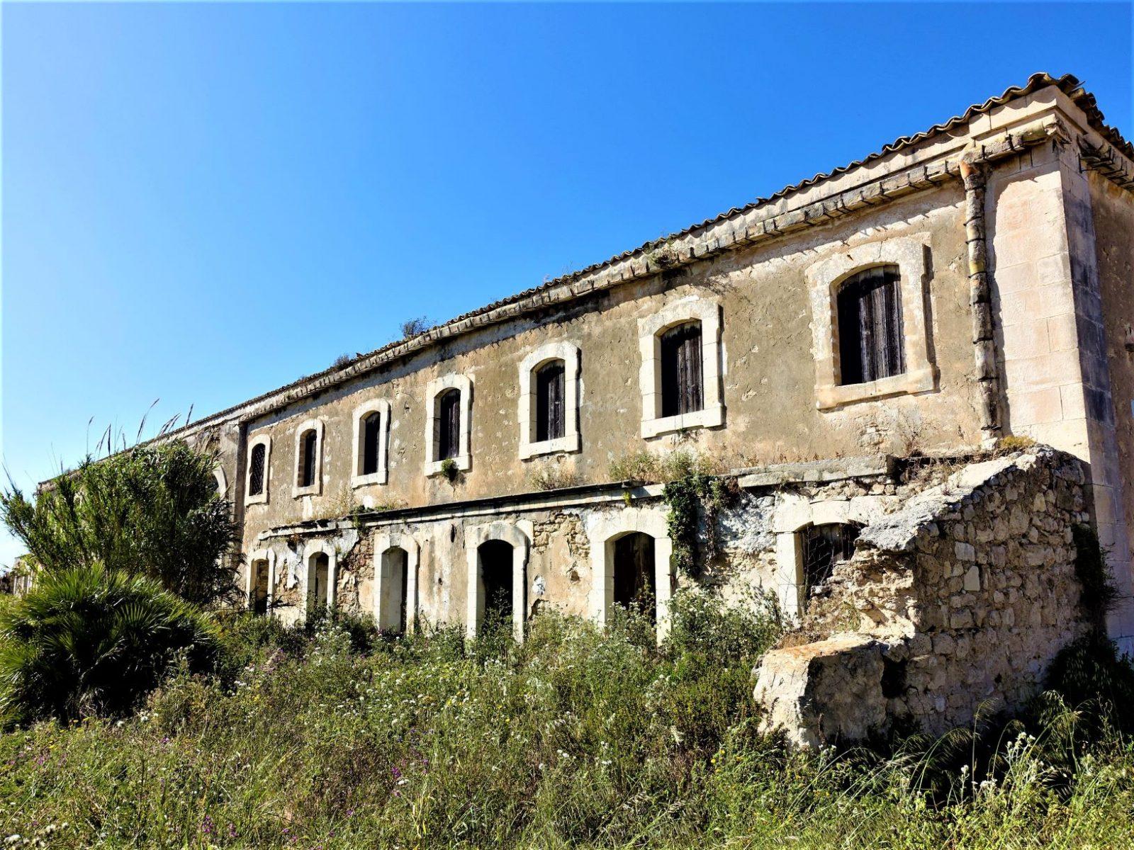 øde og forlatt hus på Sicilia