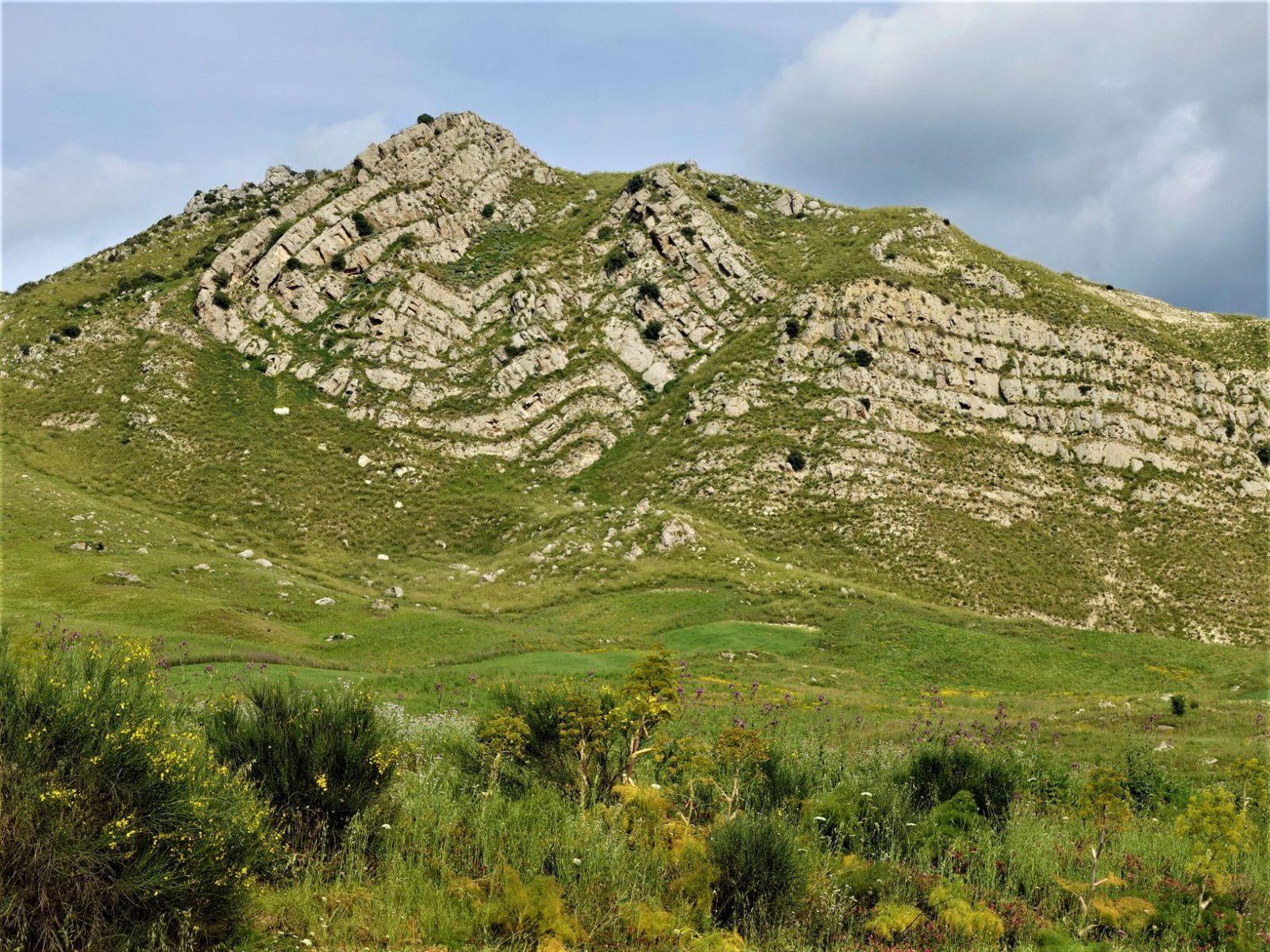 Fantastisk fjellformasjon Siilia