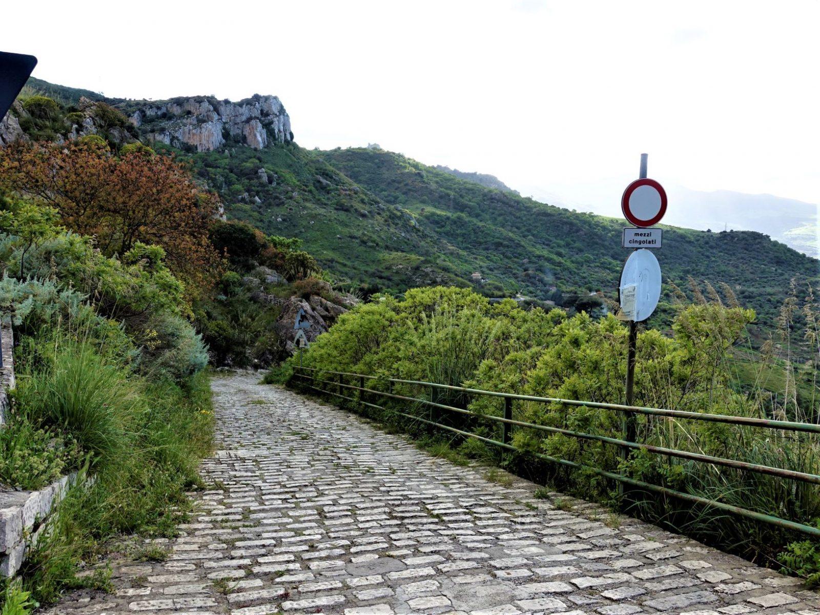 Brostein Sicilia i fjellet
