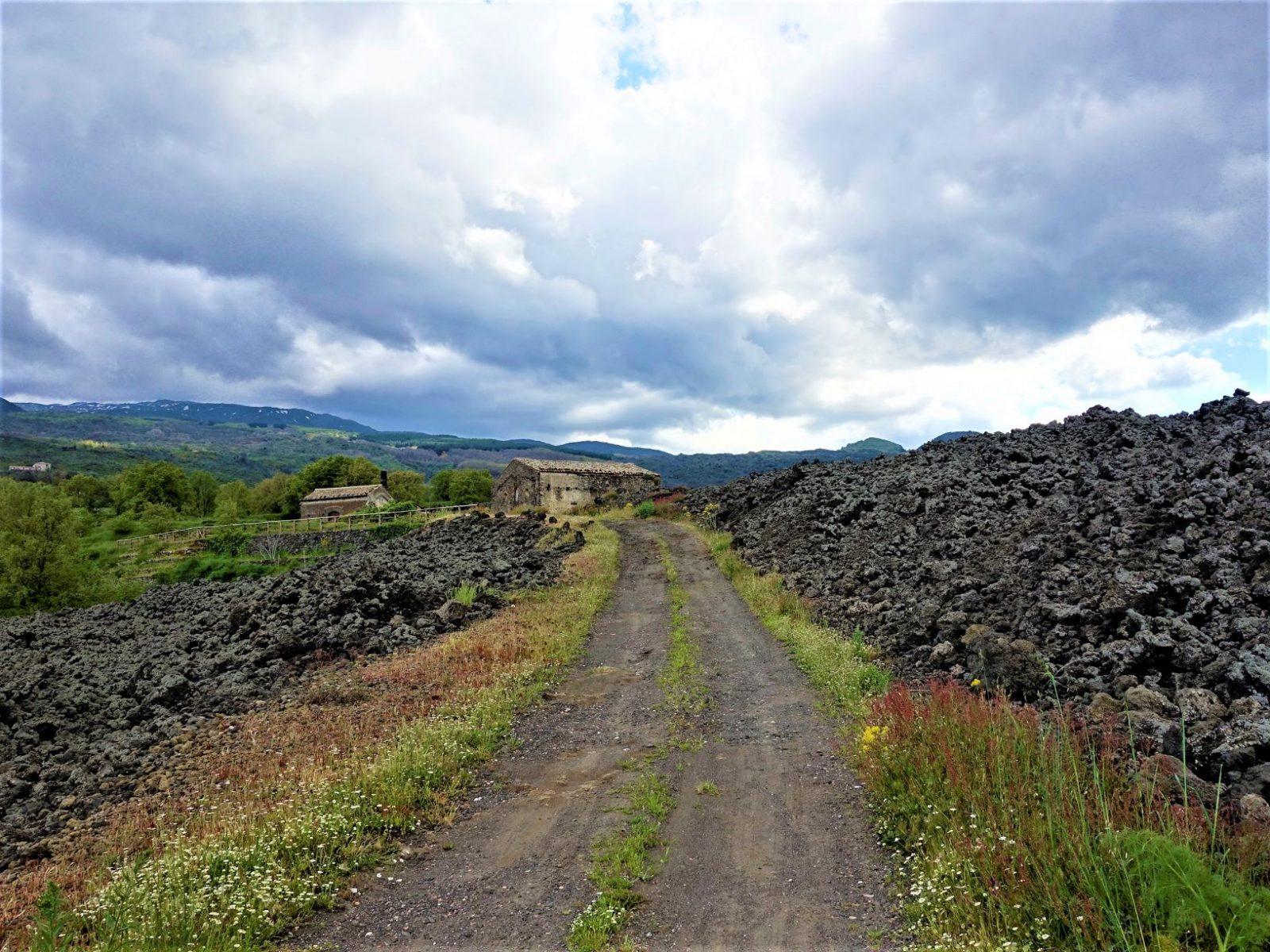 vei opp til vulkanen Etna