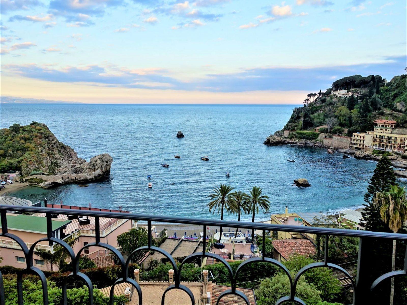 utsikt fra balkongen i Taormina Sicilia