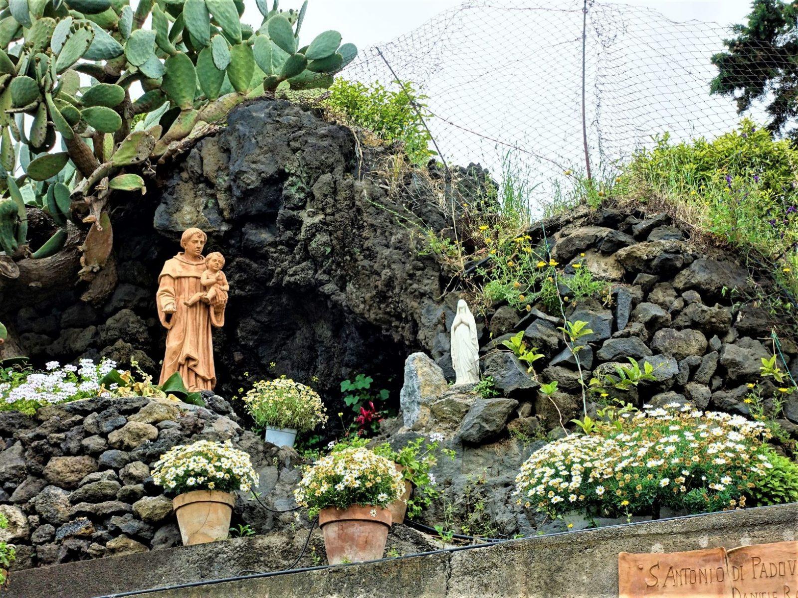 Maria statue Sicilia