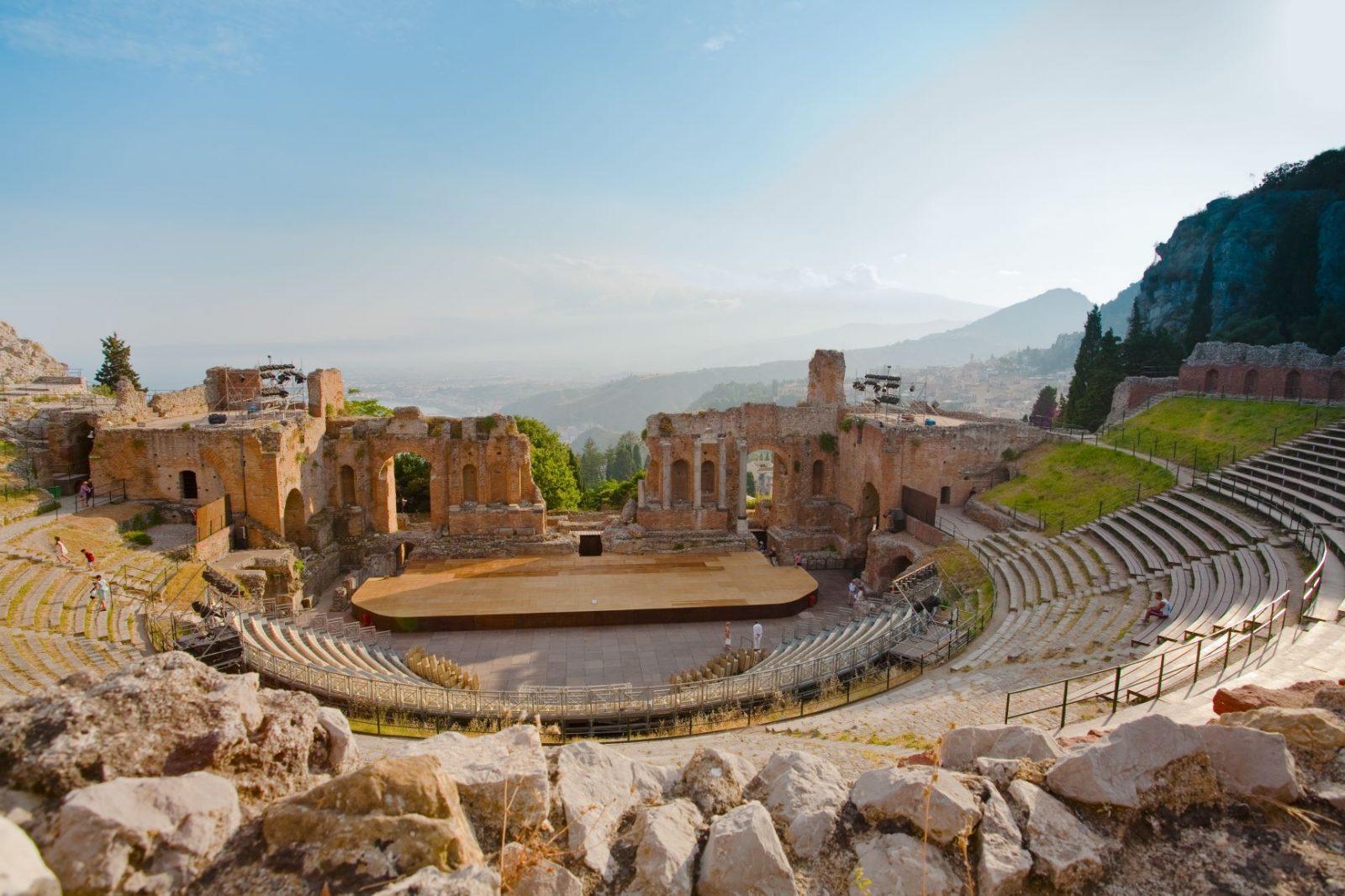 Les om Teatro Creco Sicilia i koffertogkamera bloggen