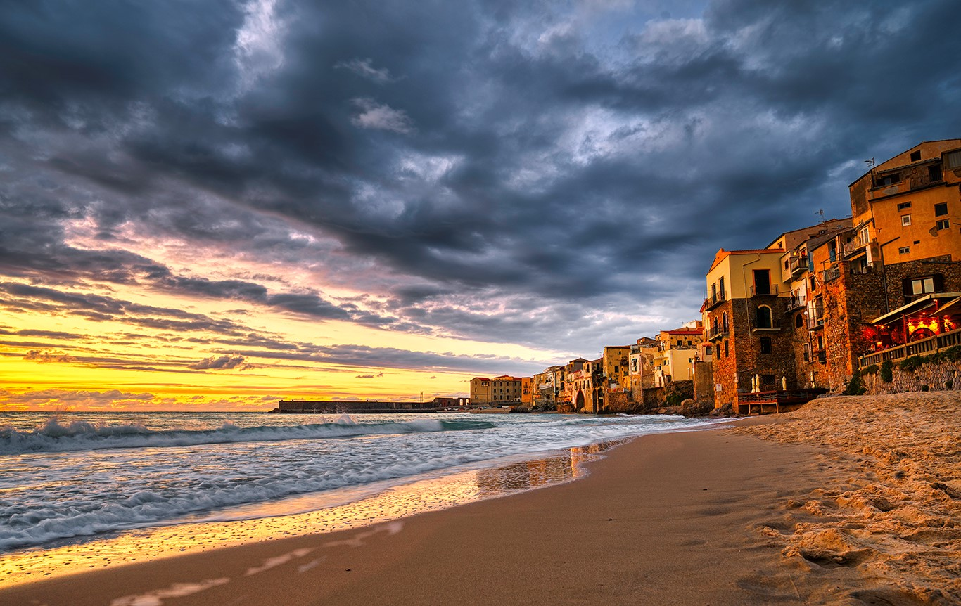 Cefalu Sicilia stranden