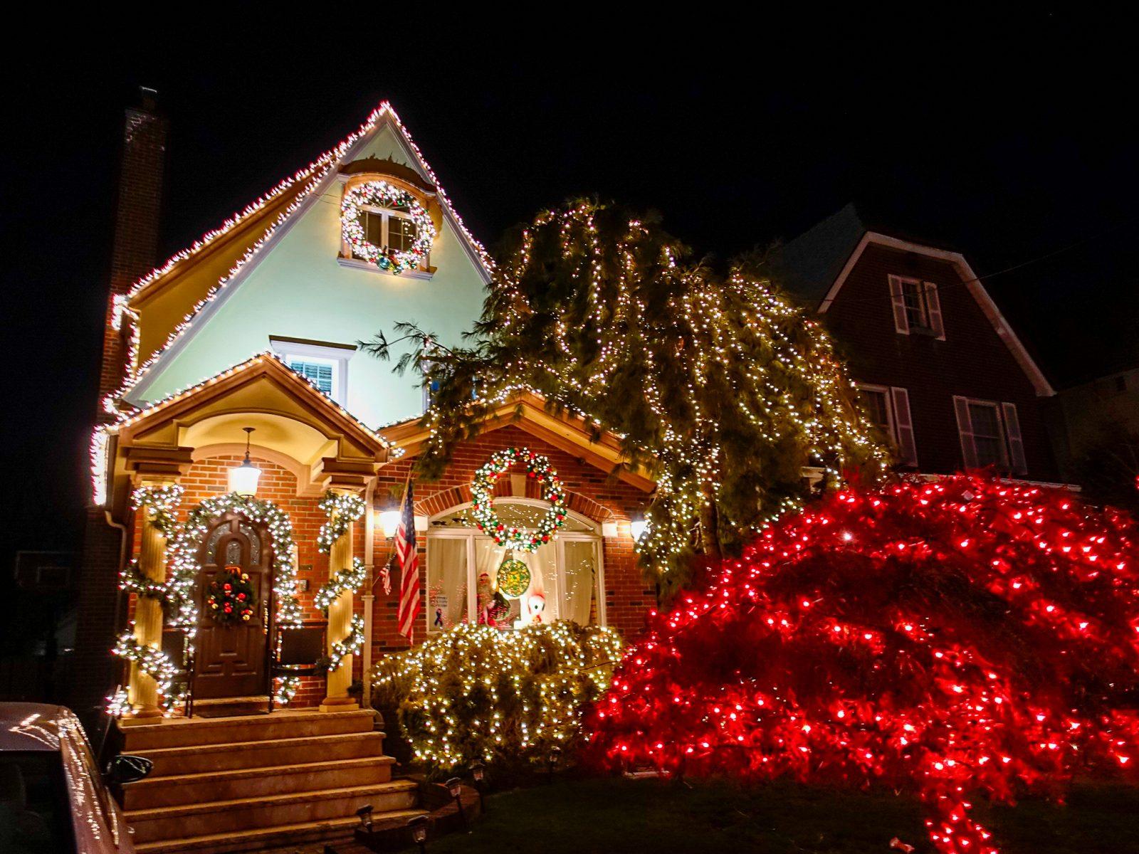 julepyntet hus i usa