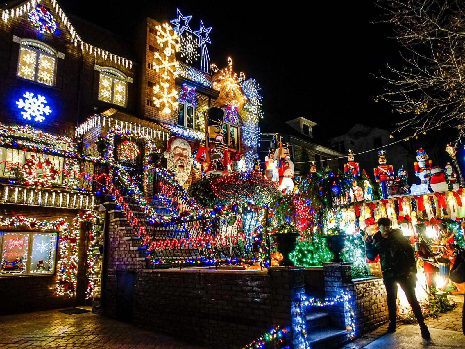 vanvittig julepyntet hus