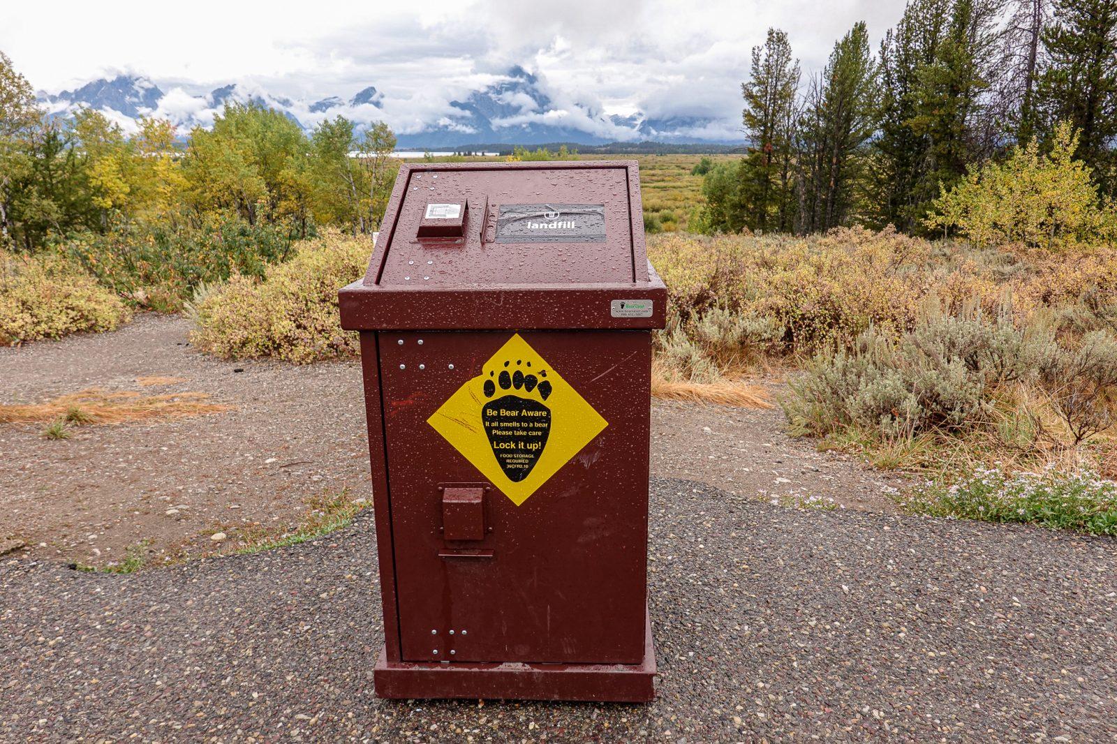 søppelkasse med bjørnesikring